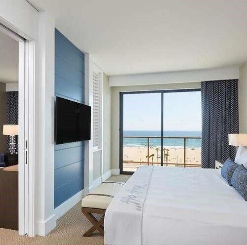 Hilton WF HB room wallcovering